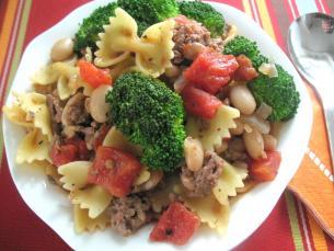 Thịt bò hầm đậu và súp lơ