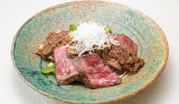 Salad bò với nước sốt mơ muối umeboshi