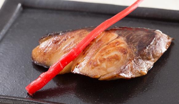 Cá đuôi vàng sốt teriyaki