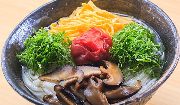 Mỳ Nyumen với nước dùng Niboshi